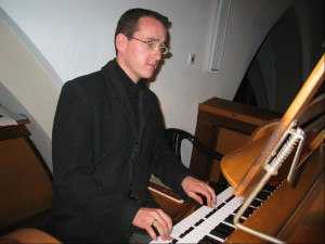 2005-11-15-Organist Robert Kopf 002-detailed